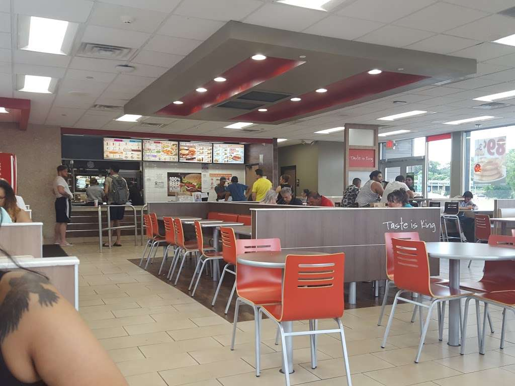 Burger King - restaurant  | Photo 6 of 10 | Address: 826 Central Park Ave, Yonkers, NY 10704, USA | Phone: (914) 969-6044