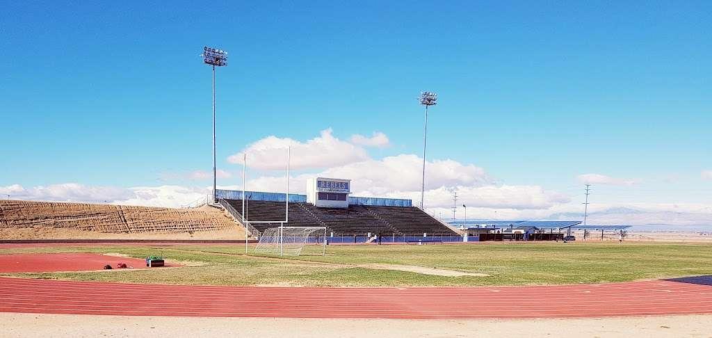 Quartz Hill High School - school  | Photo 2 of 4 | Address: 6040 W Ave L, Lancaster, CA 93536, USA | Phone: (661) 718-3100