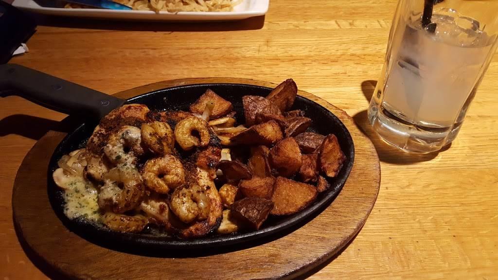 Applebees Grill + Bar - restaurant  | Photo 5 of 10 | Address: 4405 Milestrip Rd, Blasdell, NY 14219, USA | Phone: (716) 824-5550