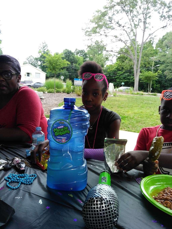 Amay James Park - park    Photo 9 of 10   Address: Charlotte, NC 28208, USA   Phone: (704) 615-5573