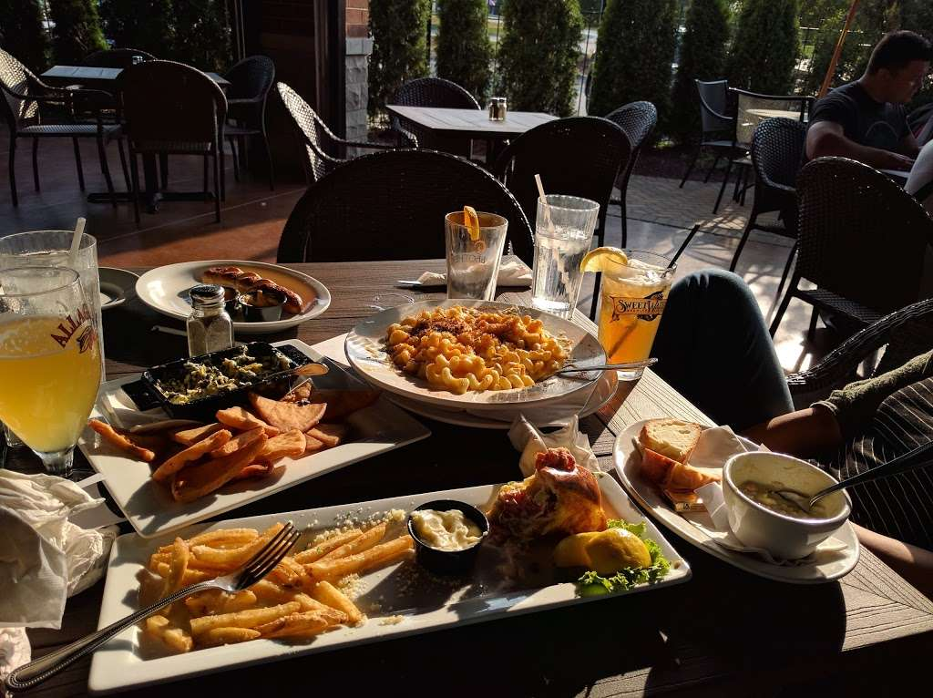 3 Corners Grill & Tap - restaurant  | Photo 7 of 10 | Address: 9701, 12371 Derby Rd, Lemont, IL 60439, USA | Phone: (630) 257-7780