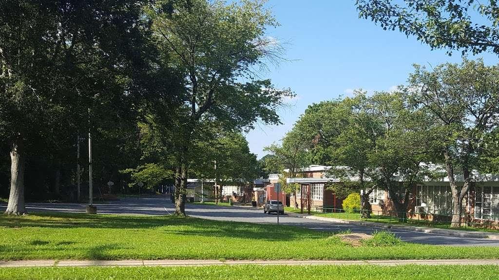 Wayside Elementary School - school  | Photo 2 of 7 | Address: 10011 Glen Rd, Potomac, MD 20854, USA | Phone: (240) 740-0240