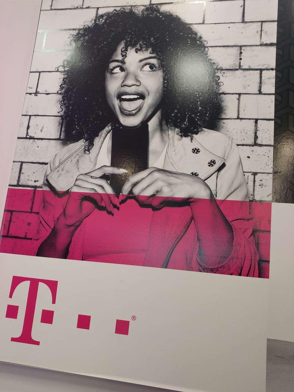 T-Mobile - electronics store  | Photo 7 of 9 | Address: 571 Ridge Rd, North Arlington, NJ 07031, USA | Phone: (201) 991-2094