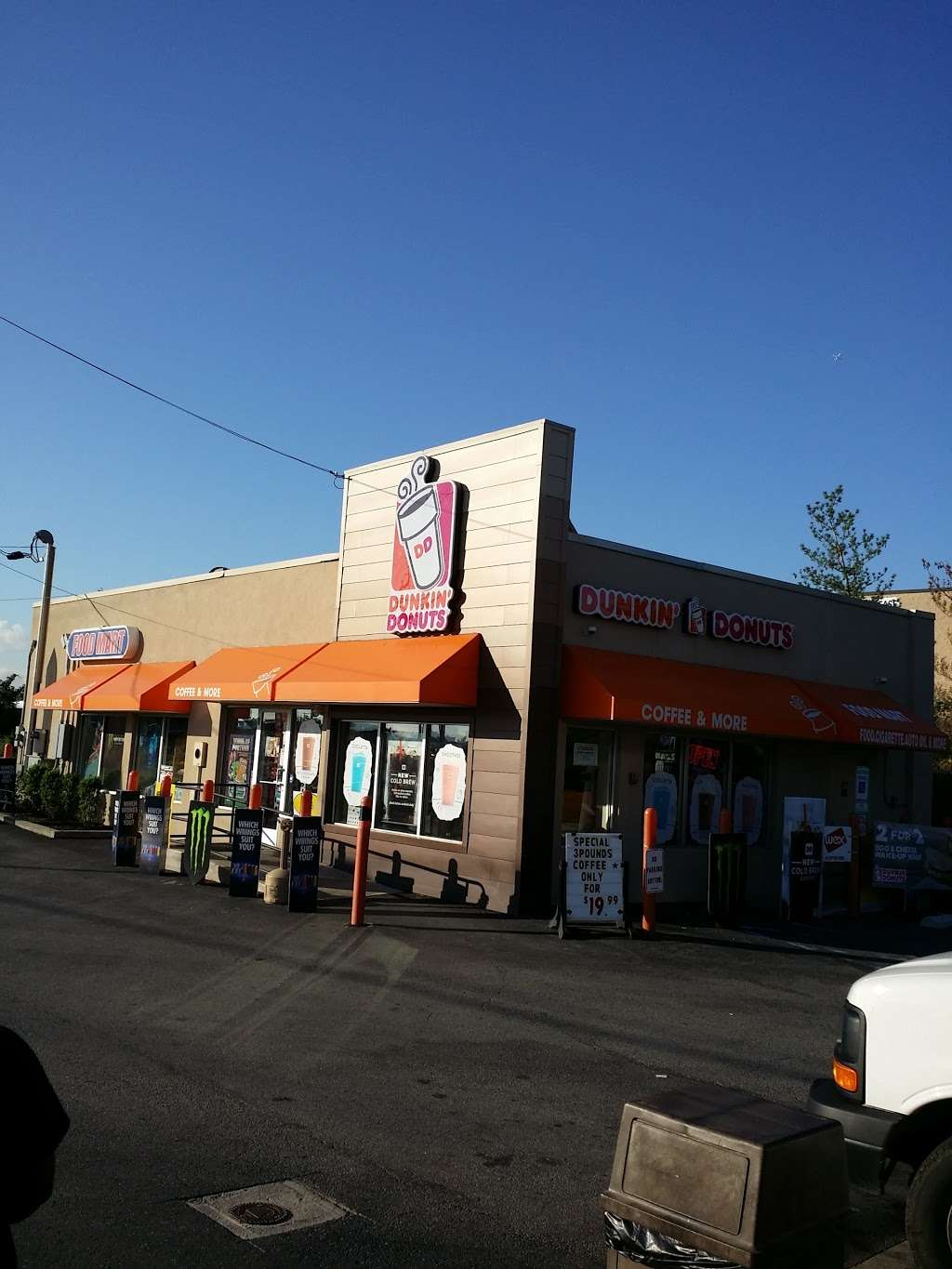 Dunkin Donuts - cafe  | Photo 2 of 7 | Address: 758 Paterson Plank Rd, East Rutherford, NJ 07073, USA | Phone: (201) 438-4100