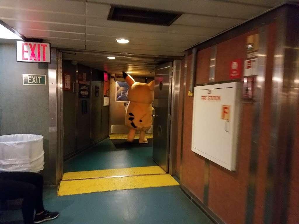 Continental Terminals - storage  | Photo 6 of 10 | Address: 111 Port Jersey Blvd, Jersey City, NJ 07305, USA | Phone: (201) 200-9820