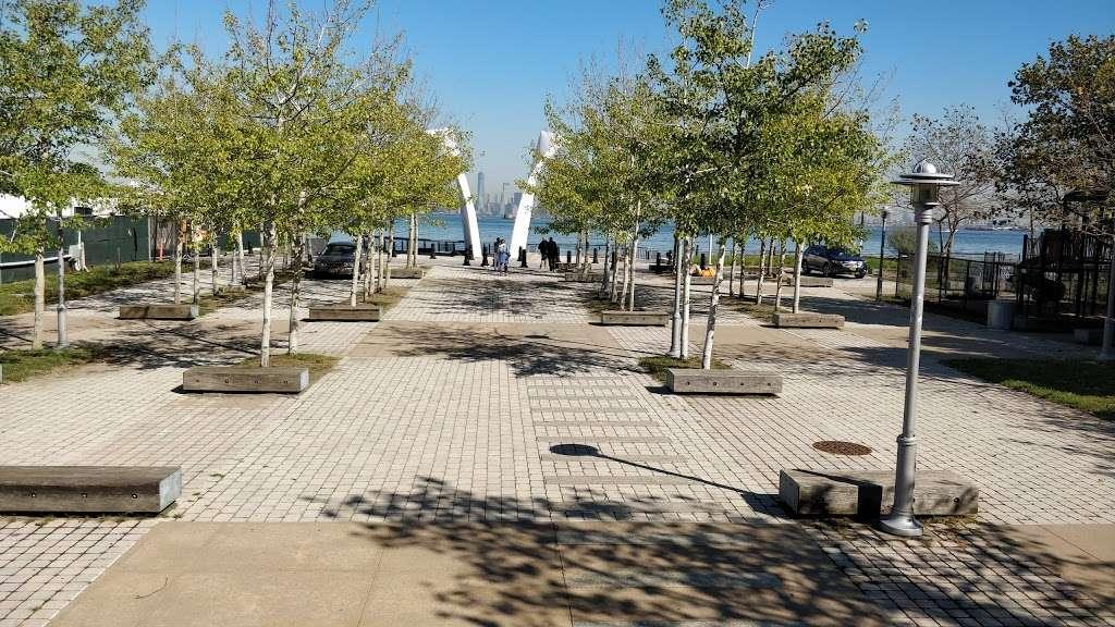 The Staten Island September 11th Memorial - park  | Photo 5 of 10 | Address: Bank Street, Staten Island, NY 10301, USA