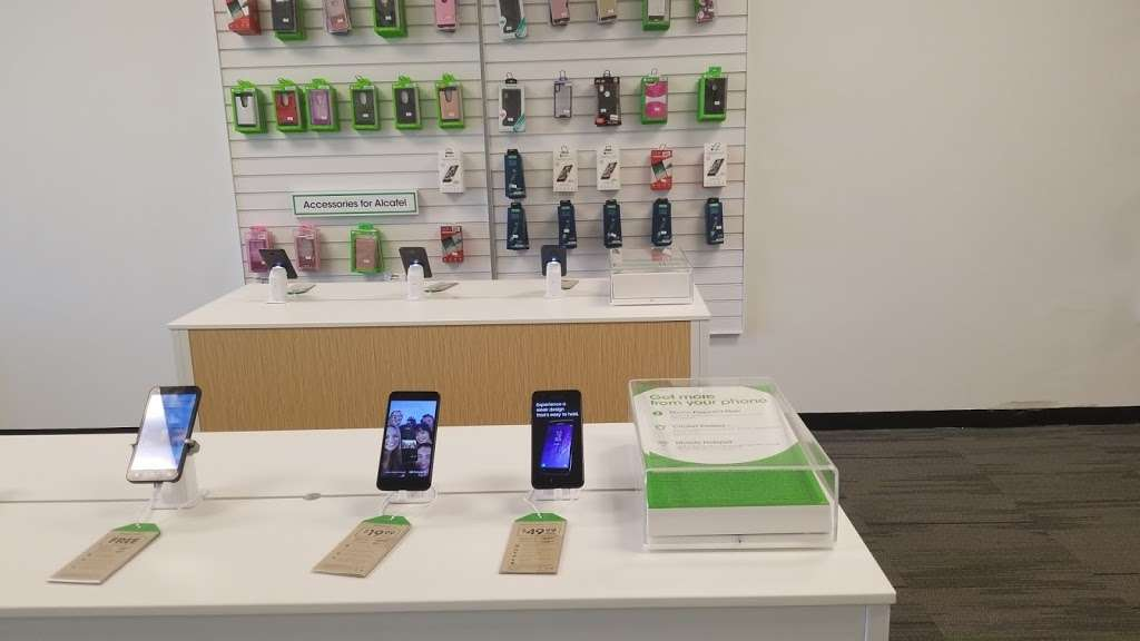 Cricket Wireless Authorized Retailer - store  | Photo 3 of 9 | Address: 8403 Michigan Rd ste d, Indianapolis, IN 46268, USA | Phone: (317) 493-5860