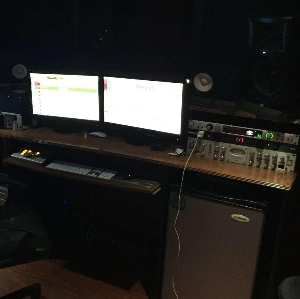 Real Wild Entertainment Studio - electronics store  | Photo 2 of 10 | Address: 1141 White Plains Rd, Bronx, NY 10472, USA | Phone: (917) 709-5215