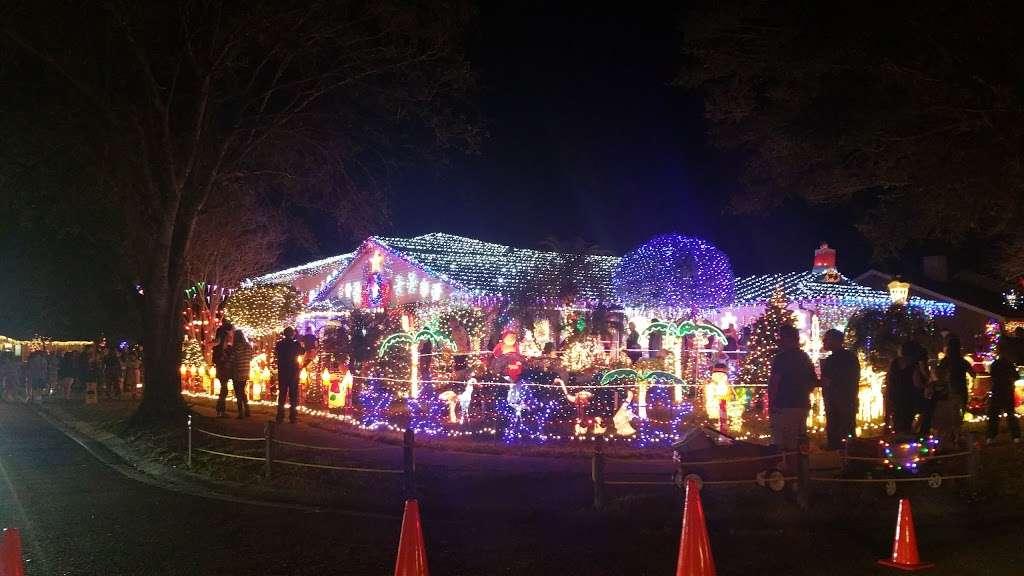 Rob and Bettys Christmas Light Display - lodging  | Photo 9 of 10 | Address: 5651 Garden Grove Cir, Winter Park, FL 32792, USA