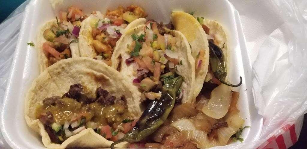 Salsitas Mexican Food - restaurant  | Photo 7 of 10 | Address: 10328 W Indian School Rd, Phoenix, AZ 85037, USA | Phone: (623) 872-5328