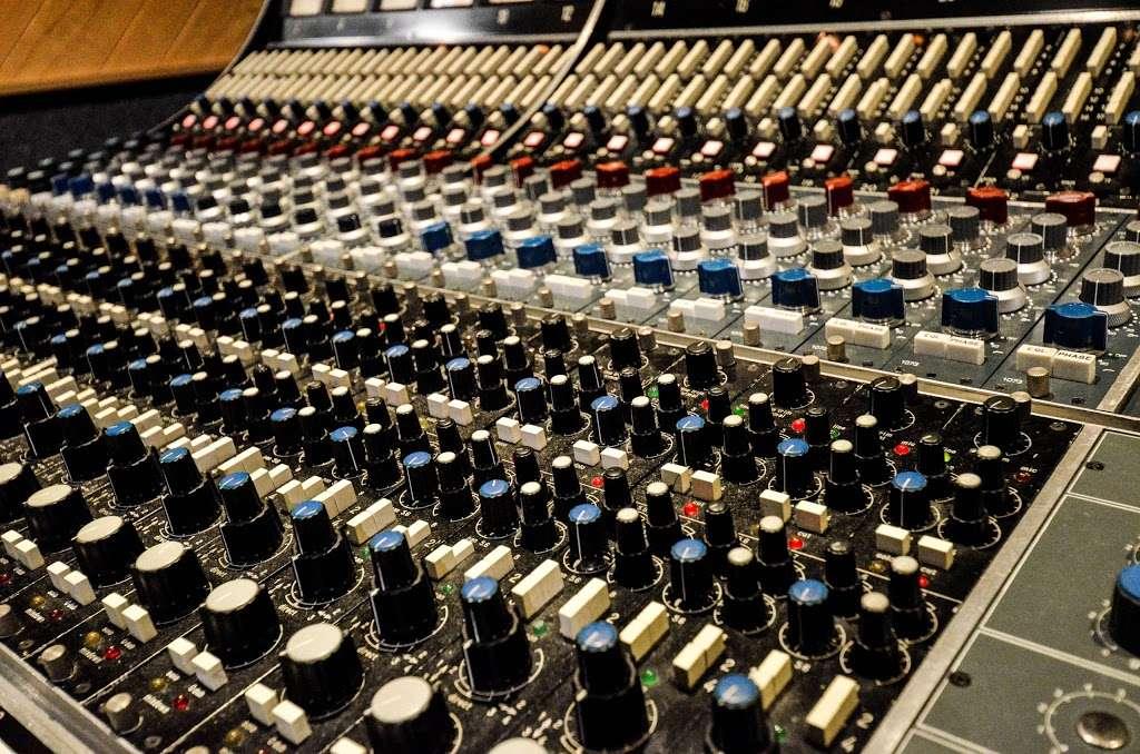 Studio City Sound - electronics store  | Photo 3 of 10 | Address: 4412 Whitsett Ave, Studio City, CA 91604, USA | Phone: (818) 505-9368