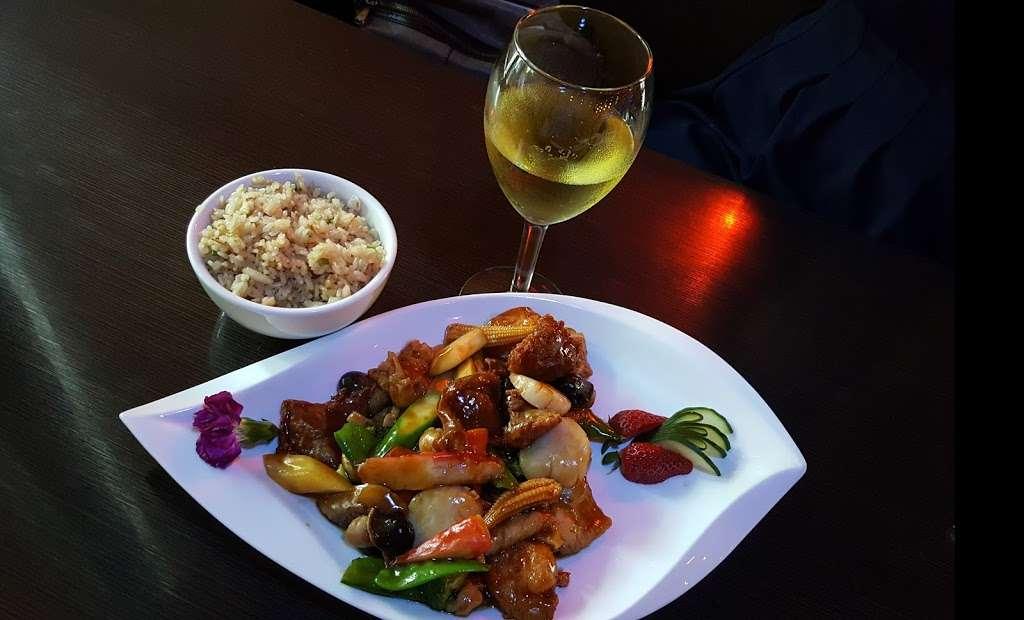 Akashi Sushi Fusion Cuisine - restaurant  | Photo 2 of 10 | Address: 2271 Northpark Dr, Kingwood, TX 77339, USA | Phone: (281) 358-8828