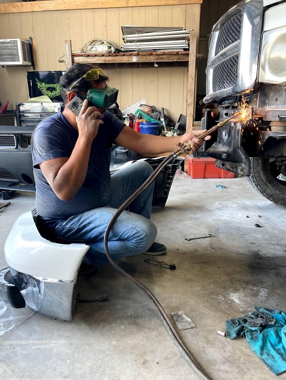 1st Class Customs & Collision LLC - car repair    Photo 6 of 9   Address: 5160 Lemons Rd #100, Fort Worth, TX 76140, USA   Phone: (817) 243-4604