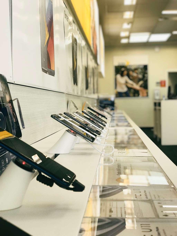 Sprint Store - electronics store  | Photo 5 of 9 | Address: 1769 Grand Ave, Baldwin, NY 11510, USA | Phone: (516) 362-2820