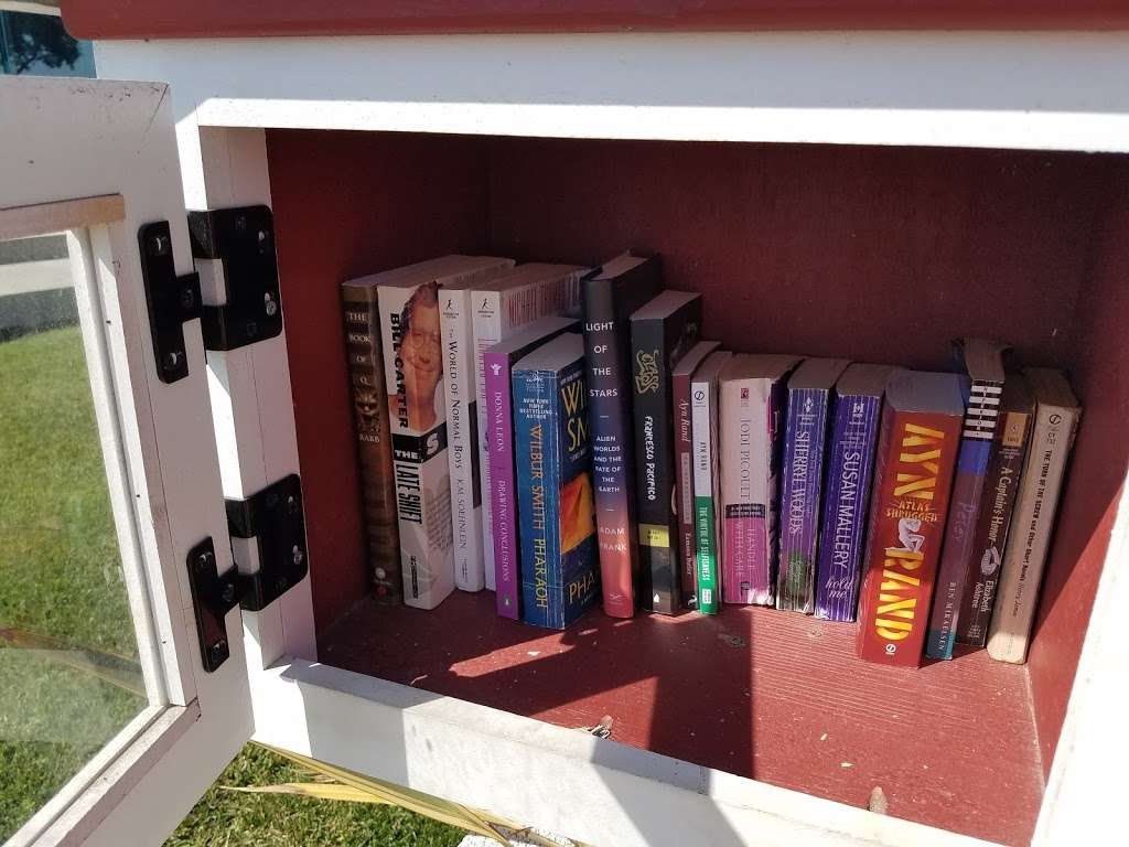 Little Free Library - library  | Photo 3 of 4 | Address: 2920 Ocean Blvd, Corona Del Mar, CA 92625, USA