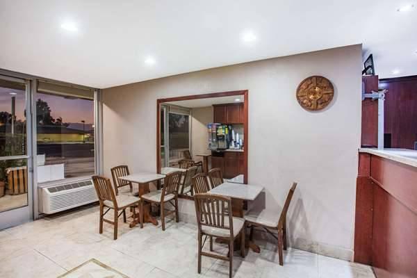Super 8 by Wyndham Redlands/San Bernardino - lodging  | Photo 8 of 9 | Address: 1160 Arizona St, Redlands, CA 92374, USA | Phone: (909) 335-1612