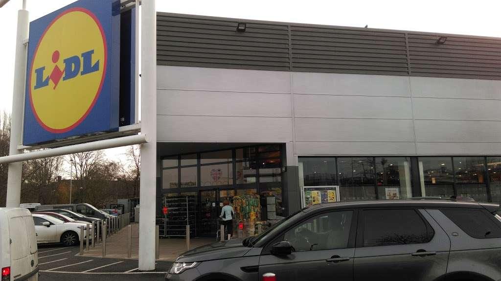 Lidl Wimbledon - supermarket  | Photo 3 of 10 | Address: Unit 1, Plough Ln, London SW17 0BW, UK | Phone: 0800 977 7766