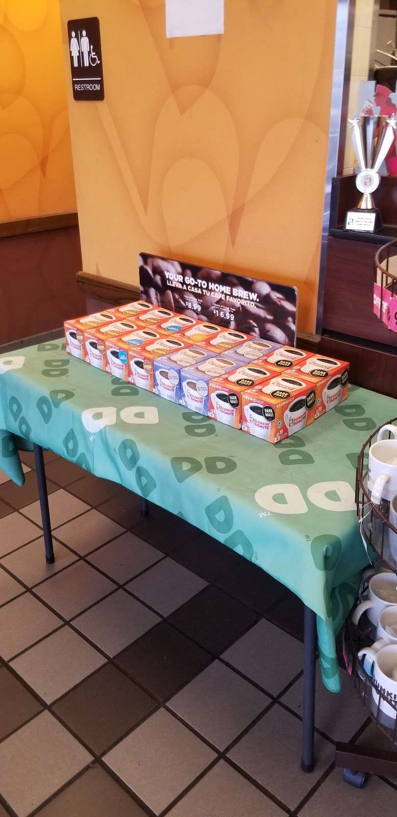 Dunkin Donuts - cafe    Photo 9 of 10   Address: 410 Lalor St, Trenton, NJ 08611, USA   Phone: (609) 394-0855