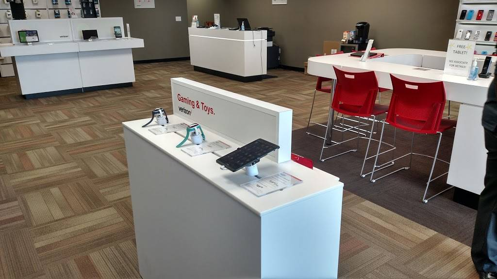 Verizon Authorized Retailer - Russell Cellular - electronics store  | Photo 2 of 9 | Address: 5227 N Antioch Rd, Kansas City, MO 64119, USA | Phone: (816) 359-3330