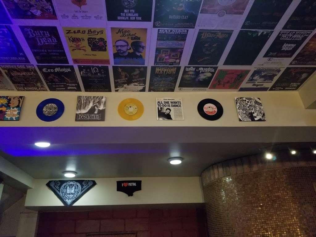 Kingsland Bar & Grill - restaurant  | Photo 6 of 10 | Address: 3634, 269 Norman Ave, Brooklyn, NY 11222, USA | Phone: (718) 383-1900