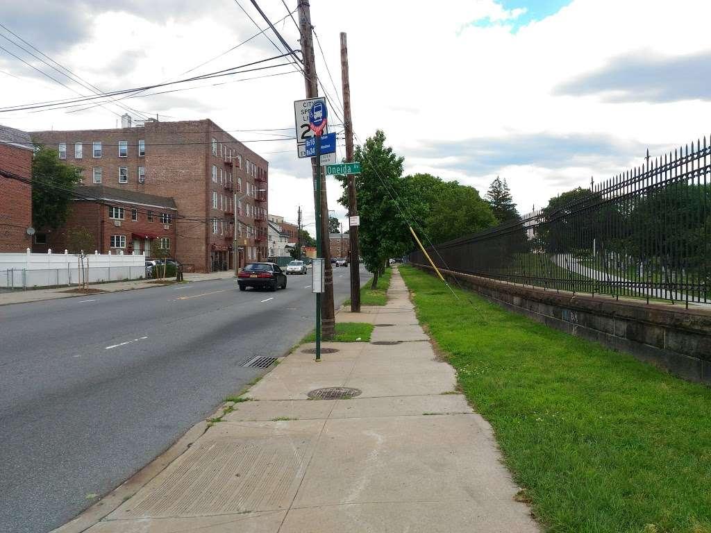 E 233 St/oneida Av - bus station    Photo 1 of 1   Address: Bronx, NY 10470, USA