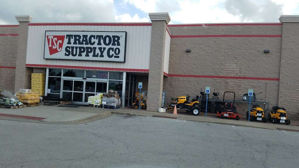 Tractor Supply Co. - hardware store  | Photo 2 of 10 | Address: 1253 SE Oldham Pkwy, Lees Summit, MO 64081, USA | Phone: (816) 525-3757