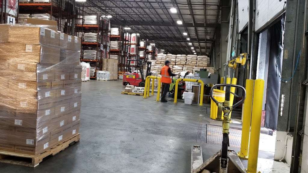 East Coast Warehouse & Distribution - moving company  | Photo 1 of 10 | Address: 1150 Polaris St, Elizabeth, NJ 07201, USA | Phone: (908) 351-2800