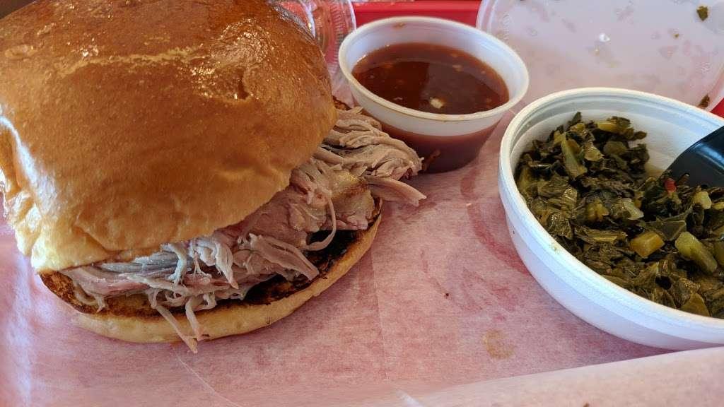 Bobcats Texas B.B.Q. - restaurant  | Photo 6 of 10 | Address: 725 River Rd, Edgewater, NJ 07020, USA | Phone: (201) 941-0196