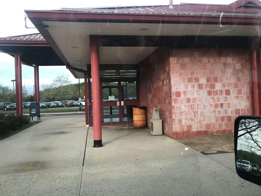 South Brunswick 8A Park & Ride - parking  | Photo 1 of 3 | Address: Cranbury, NJ 08512, USA