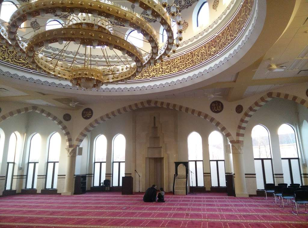 Masjid Darussalam - mosque  | Photo 1 of 10 | Address: 21W525 North Ave, Lombard, IL 60148, USA | Phone: (630) 360-2373