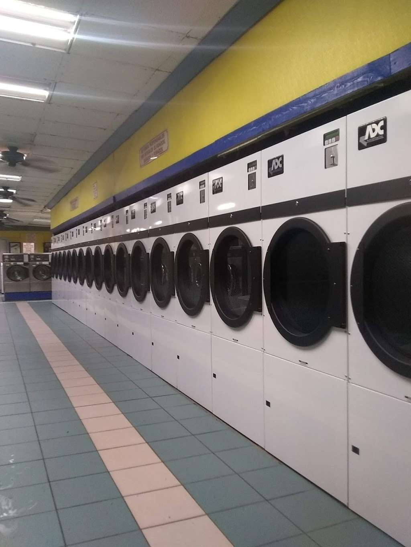 Lake Eustis Laundry Veteran Owned - laundry  | Photo 2 of 10 | Address: 2 East Hazzard Ave, Eustis, FL 32726, USA | Phone: (407) 212-7345