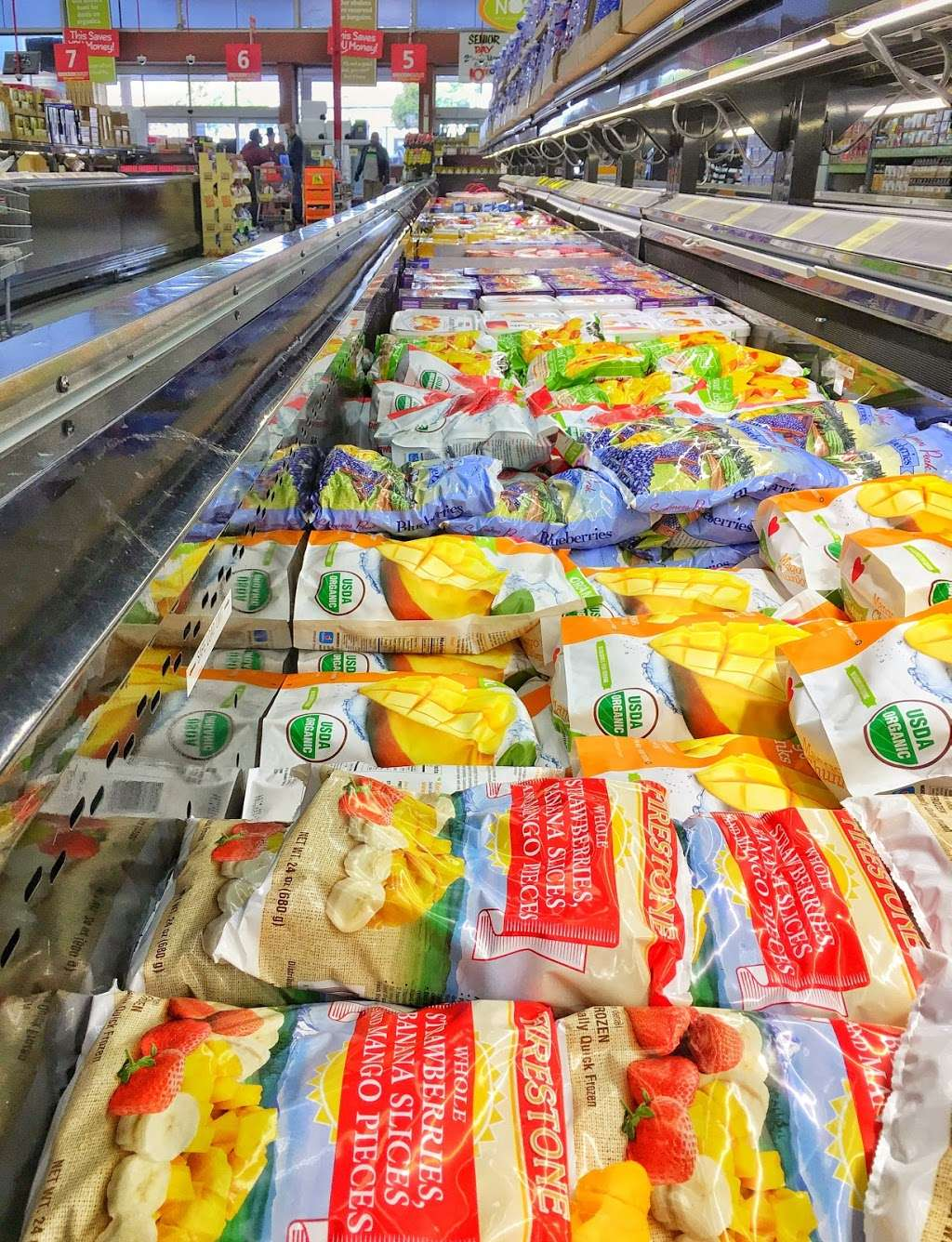 Grocery Outlet Bargain Market - supermarket    Photo 5 of 10   Address: 2900 Broadway, Oakland, CA 94611, USA   Phone: (510) 465-5649