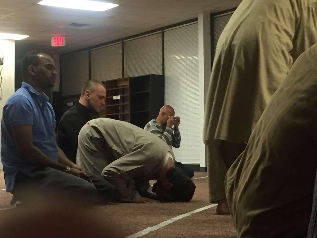 Masjid Al-Salam (Colorado Islamic Center) - mosque    Photo 6 of 6   Address: 16786 E Iliff Ave, Aurora, CO 80013, USA   Phone: (303) 353-9392