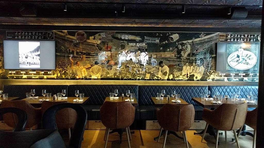 Vintage 61 - restaurant  | Photo 5 of 10 | Address: 233-235 Front St, New York, NY 10038, USA | Phone: (212) 346-9090