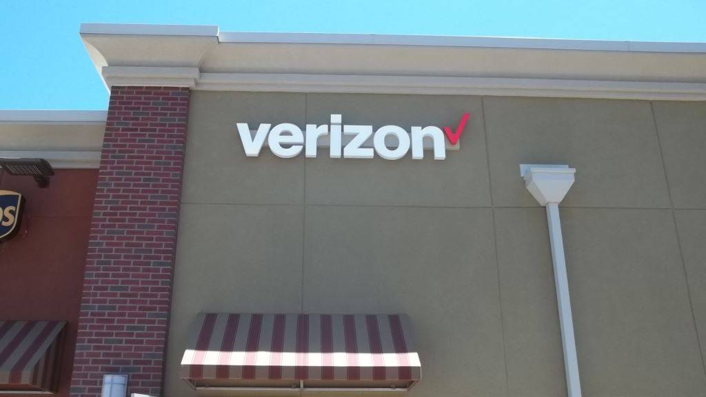 Verizon Authorized Retailer - Russell Cellular - electronics store  | Photo 7 of 9 | Address: 5227 N Antioch Rd, Kansas City, MO 64119, USA | Phone: (816) 359-3330