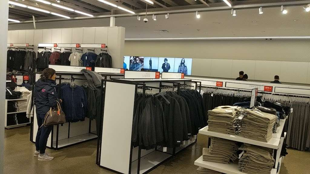 Calvin Klein Outlet - clothing store  | Photo 3 of 10 | Address: 650 Bluebird Ct, Central Valley, NY 10917, USA | Phone: (845) 928-9080