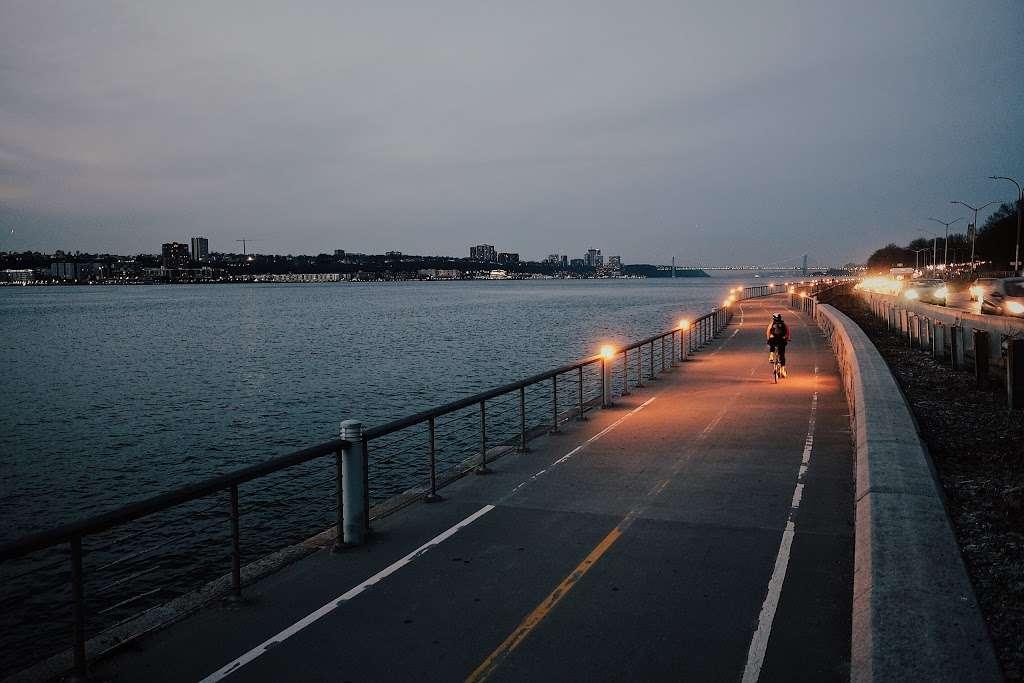 Hudson River Waterfront Greenway - park  | Photo 9 of 10 | Address: New York State Reference Rte 907V, New York, NY 10024, USA