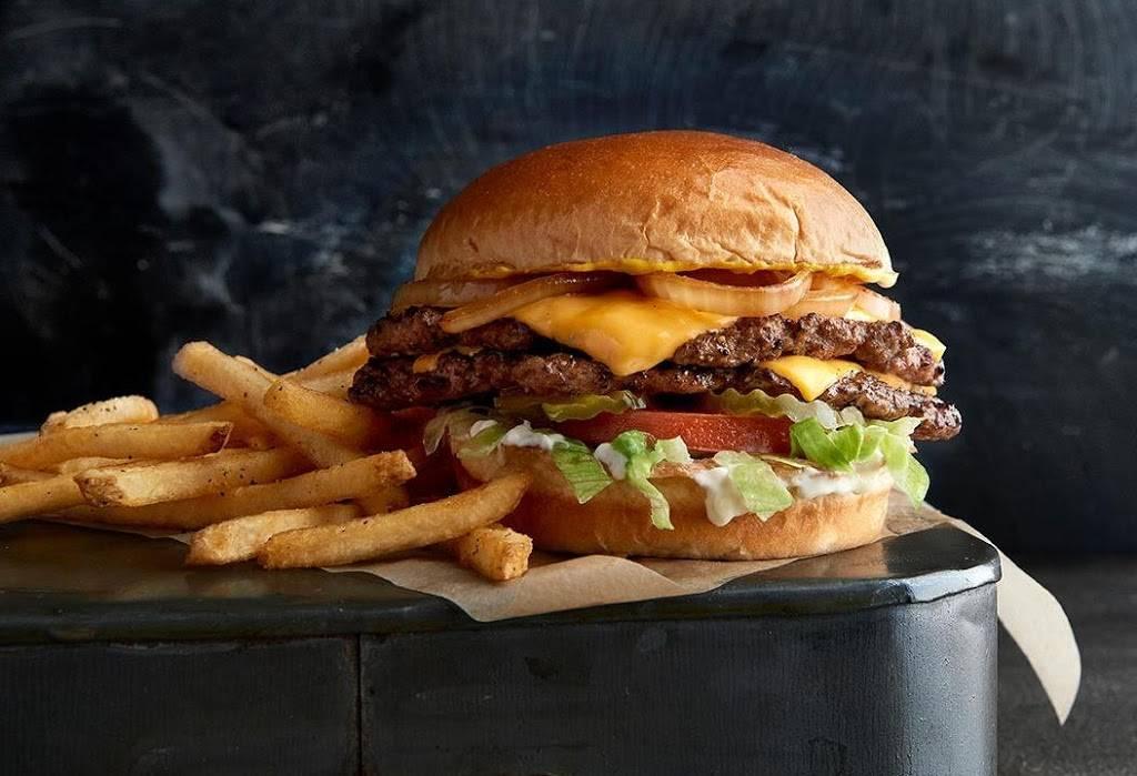 Buffalo Wild Wings - meal takeaway  | Photo 3 of 9 | Address: 3331 W Shaw Ave, Fresno, CA 93711, USA | Phone: (559) 230-1641