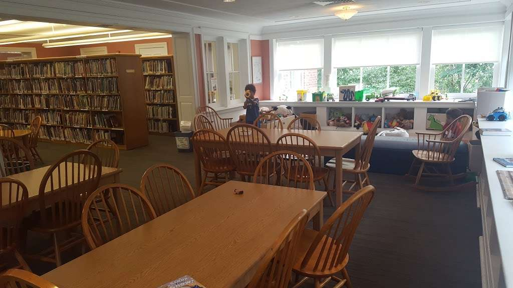 Bronxville Public Library - library  | Photo 6 of 7 | Address: 201 Pondfield Rd, Bronxville, NY 10708, USA | Phone: (914) 337-7680