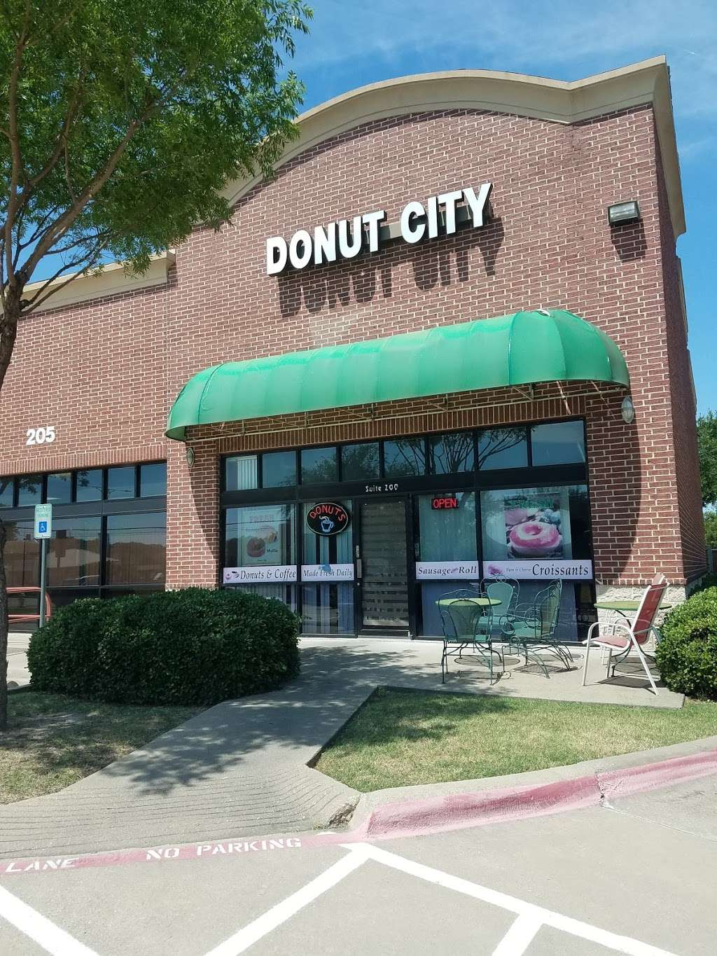 Donut City - bakery  | Photo 2 of 10 | Address: 205 N Denton Tap Rd # 200, Coppell, TX 75019, USA | Phone: (972) 462-0408