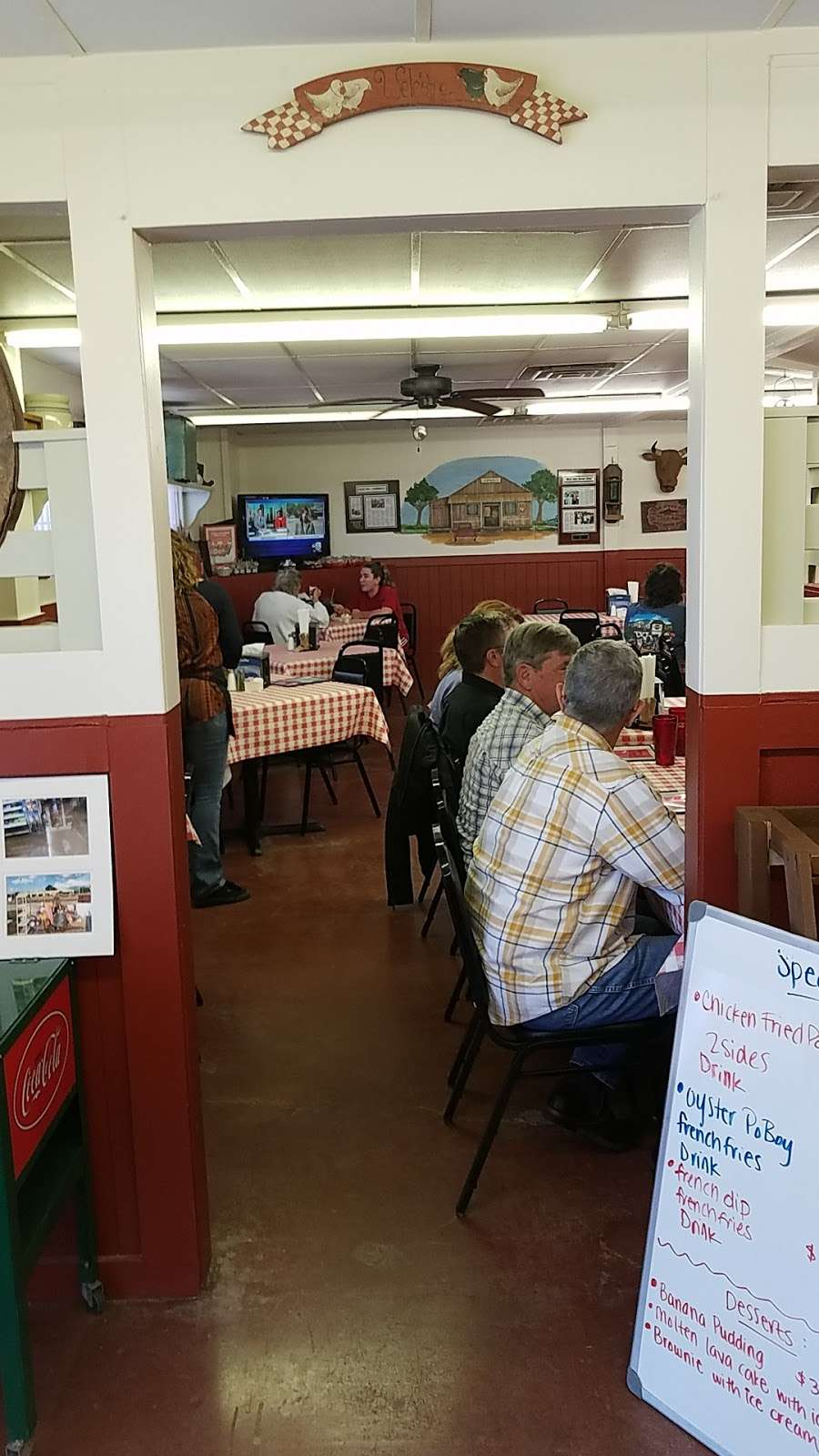 Ropers Country Store & Cafe - convenience store  | Photo 1 of 8 | Address: 37014 Farm to Market 1093, Simonton, TX 77476, USA | Phone: (281) 533-0585