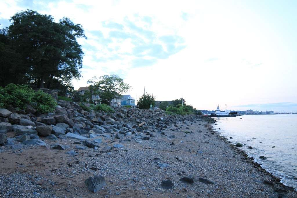 Buono Beach - park  | Photo 10 of 10 | Address: 287 Edgewater St, Staten Island, NY 10305, USA