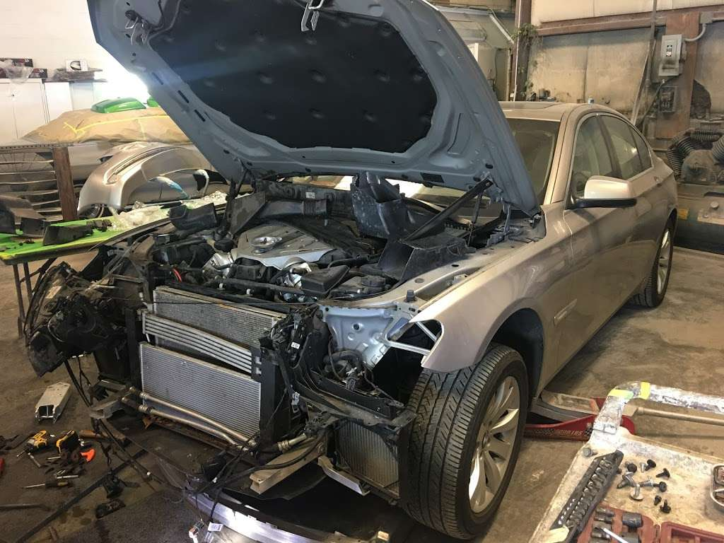 Legends Collision - car repair  | Photo 4 of 10 | Address: 4526, 4710 Raleigh Rd, Temple Hills, MD 20748, USA | Phone: (240) 508-7146