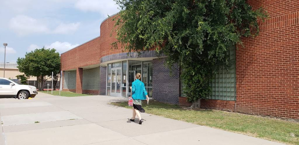 United States Postal Service - post office    Photo 8 of 8   Address: 2901 W Parker Rd, Plano, TX 75023, USA   Phone: (800) 275-8777