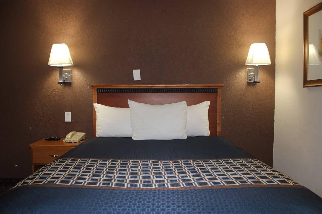 Travel Inn Omaha - lodging  | Photo 2 of 8 | Address: 10708 M St, Omaha, NE 68127, USA | Phone: (402) 597-4116