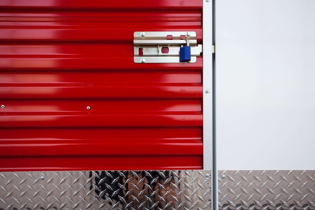 Moishes Self Storage - storage  | Photo 6 of 7 | Address: 930 Newark Ave, Jersey City, NJ 07306, USA | Phone: (201) 659-0669