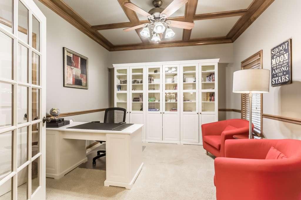 Overland Park Kansas Vacation Property - real estate agency    Photo 8 of 10   Address: 9711 W 145th Terrace, Overland Park, KS 66221, USA   Phone: (214) 713-3353