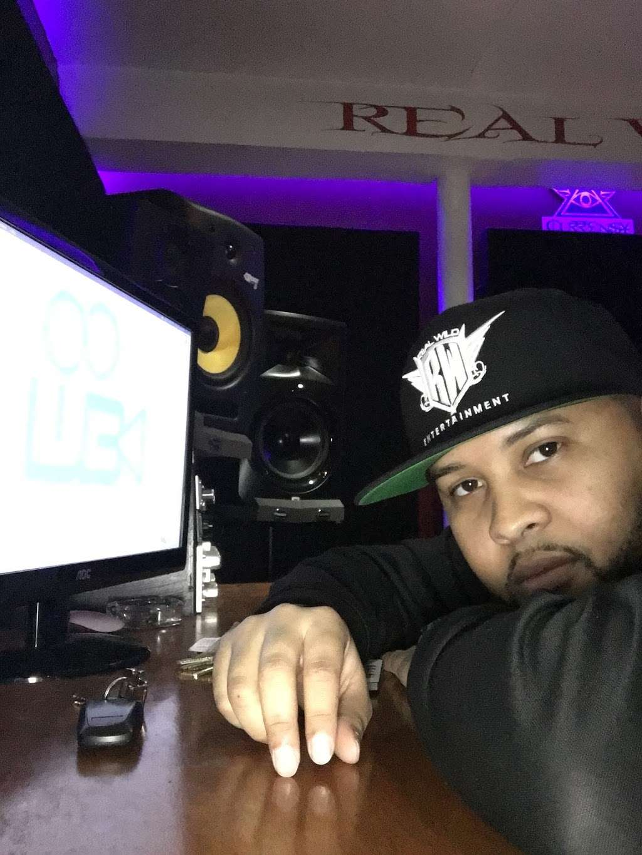 Real Wild Entertainment Studio - electronics store  | Photo 8 of 10 | Address: 1141 White Plains Rd, Bronx, NY 10472, USA | Phone: (917) 709-5215