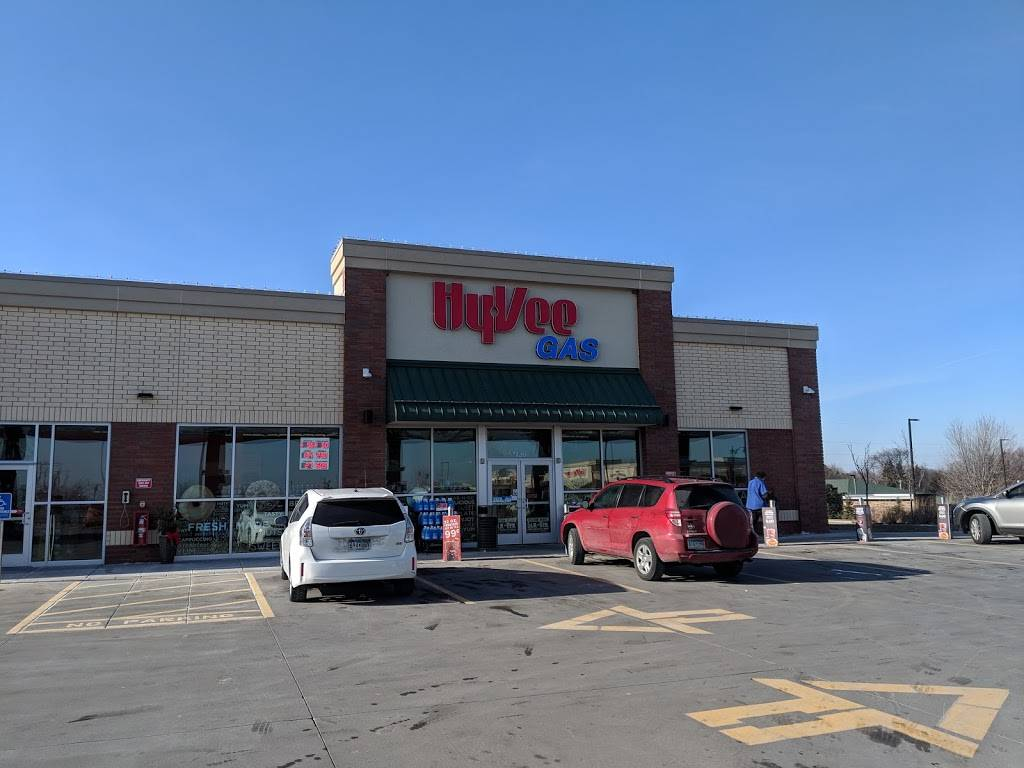 Hy-Vee Gas - gas station  | Photo 1 of 3 | Address: 7120 10th St N, Oakdale, MN 55128, USA | Phone: (651) 702-5944