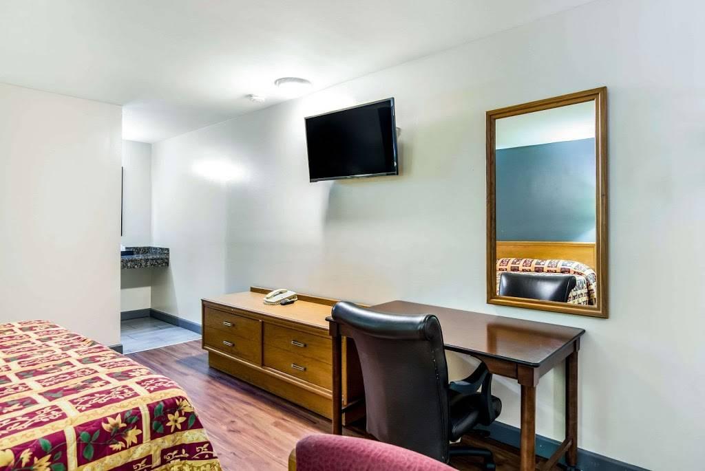 Rodeway Inn North Chesterfield-Richmond - lodging  | Photo 4 of 7 | Address: 2125 Willis Rd, Richmond, VA 23237, USA | Phone: (804) 271-6031